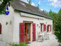 Une maison individuelle chamante dans un petit hameau, 4 chambres, très joli jardin et piscine hors sol.