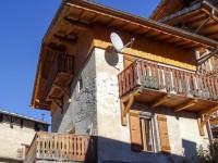 Petite maison charmante située dans un village à 4km de Saint Martin de Belleville dans Les Trois Vallées.
