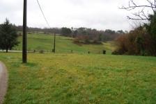 Terrain à bâtir sur les hauteurs avec jolie vue, proche de Yviers et de la ville de Chalais.