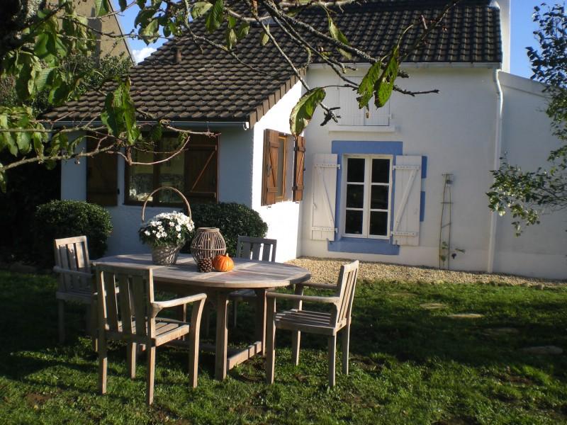 maison vendre en centre indre lignac une maison avec deux chambres dans un petit hameau pres. Black Bedroom Furniture Sets. Home Design Ideas