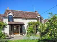 Belle propriété avec deux gîtes, petits toits, garage et terrain à Concremiers dans l'Indre