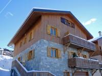Unique - Chalet de 252m2 avec 9 chambres situé dans la station de ski Saint Martin de Belleville dans les 3 Vallées.