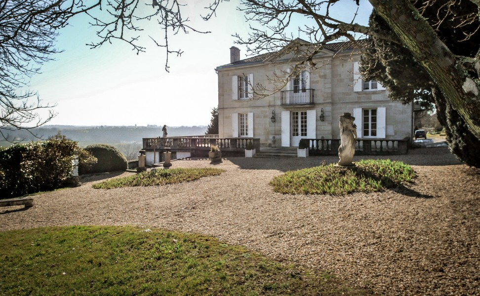 Chateau for sale in entre deux mers gironde stately for Maison en aquitaine