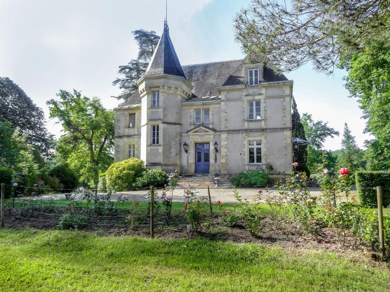 Chateau vendre en aquitaine dordogne bergerac ch teau for Acheter un maison en france