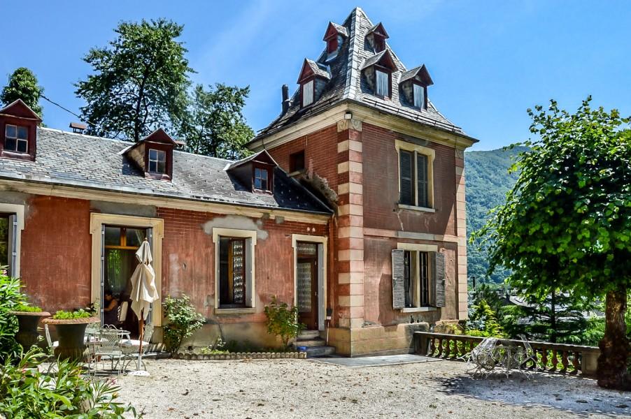 chateau vendre en midi pyrenees haute garonne bagneres de luchon a voir absolument belle. Black Bedroom Furniture Sets. Home Design Ideas