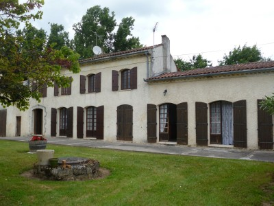 French property, houses and homes for sale in CIVRAC DE BLAYE Gironde Aquitaine