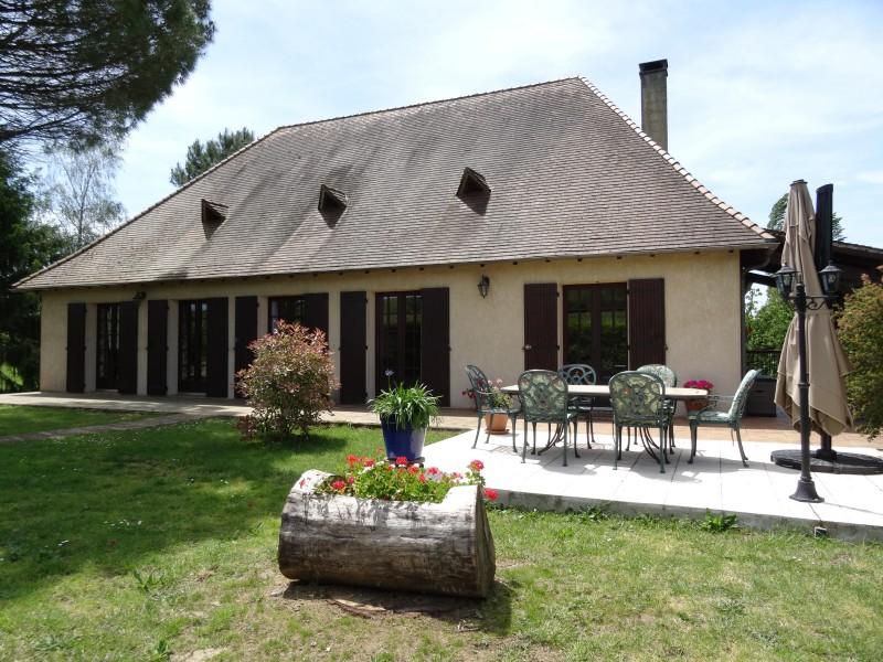 maison vendre en aquitaine dordogne pomport grande maison de 3 chambres avec piscine dans le. Black Bedroom Furniture Sets. Home Design Ideas