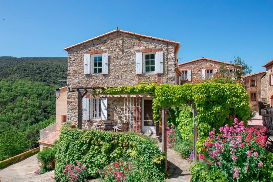 maison vendre en languedoc roussillon pyrenees orientales calmeilles maison de village en. Black Bedroom Furniture Sets. Home Design Ideas