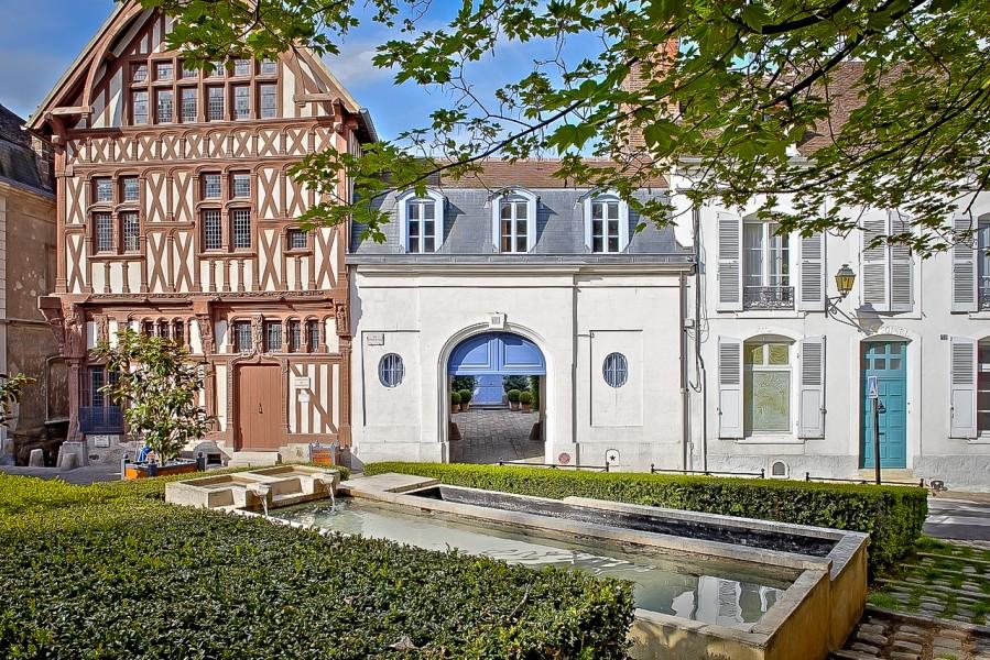 Maison vendre en bourgogne yonne joigny superbe h tel for Acheter une maison au portugal particulier