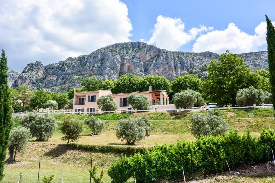 Maison vendre en paca alpes de hautes provence for Camping moustiers sainte marie avec piscine