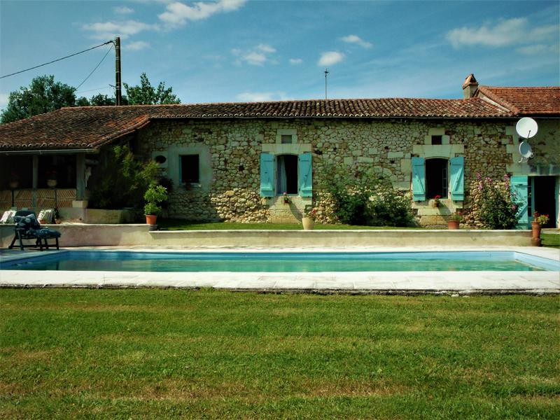 Maison vendre en aquitaine dordogne riberac ancienne for Maison avec piscine dordogne