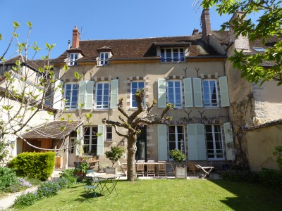 French property, houses and homes for sale in VILLENEUVE SUR YONNE Yonne Bourgogne