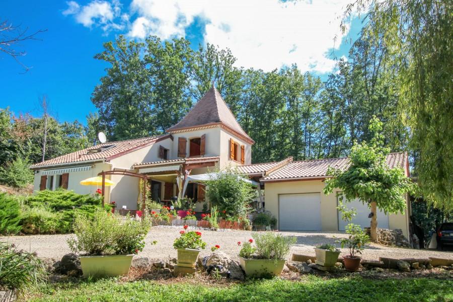 Maison vendre en midi pyrenees lot st martin le redon for Camping le bois joli st martin sur la chambre