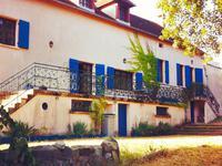 Une grande et belle maison type villa, 7 chambres, piscine chauffée, terrain de 2 hectares, calme et sans vis-à-vis.