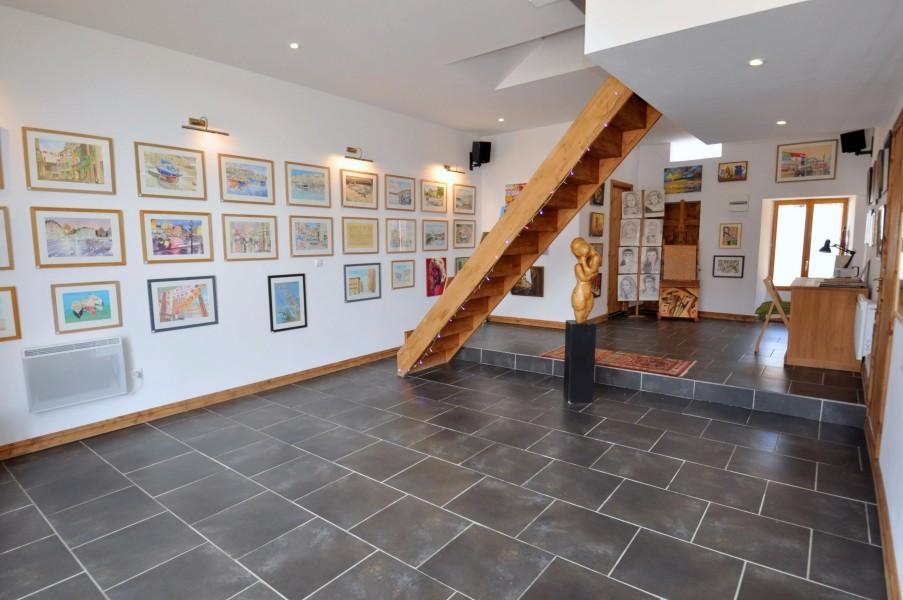 maison vendre en centre indre pommiers maison de village en pierres avec galerie d 39 art et. Black Bedroom Furniture Sets. Home Design Ideas