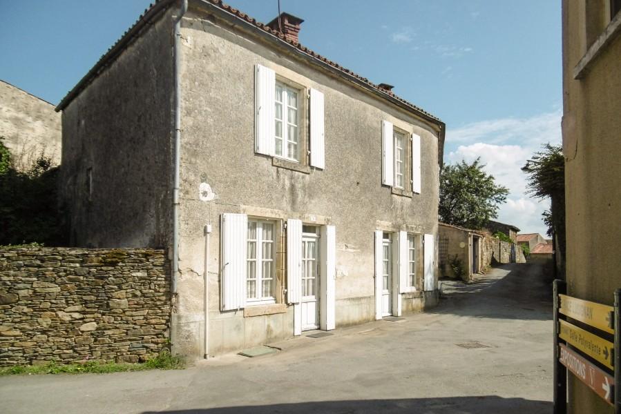 maison 224 vendre en pays de la loire vendee vouvant ravissante maison en 4 chambres