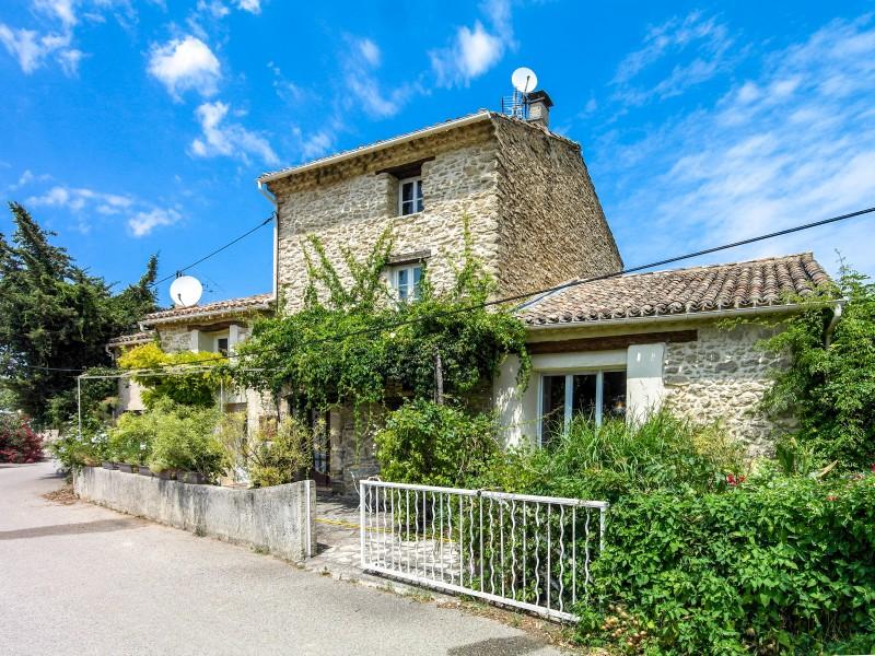 maison vendre en paca vaucluse vacqueyras vacqueyras beau mas en pierres de 235m2 avec. Black Bedroom Furniture Sets. Home Design Ideas