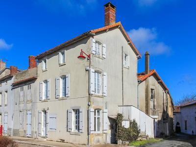 French property, houses and homes for sale in LA CHAPELLE THIREUIL Deux_Sevres Poitou_Charentes