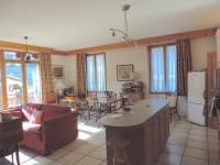 Très bel appartement 3 chambres, d'environ 115 m2, dans le centre de Bozel. Proximité Courchevel et 3 vallées.