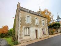 A RENOVER. Maison individuelle de trois chambres avec terrain de 210 m². A Saint-Tréphine.