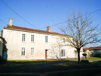 Maison familiale habitable mais travaux à prévoir pour la rendre merveilleuse avec 6 chambres, à coté d'un village.