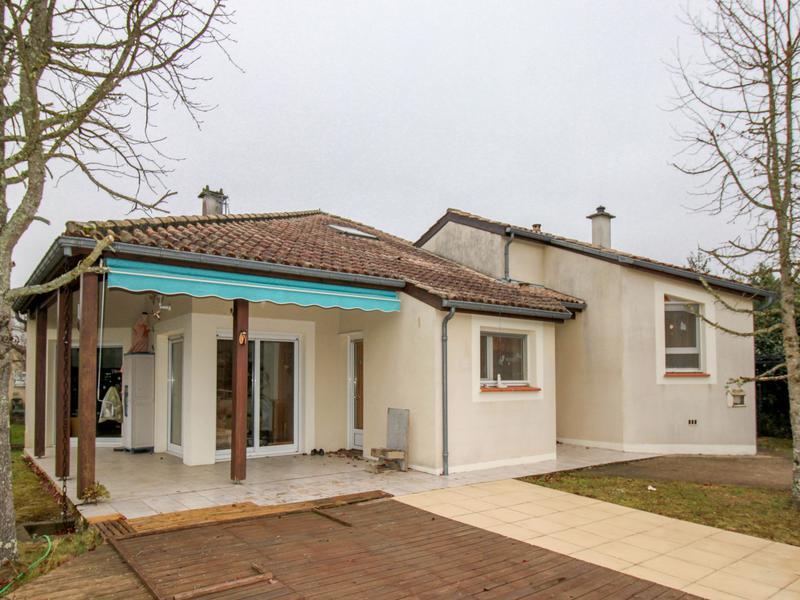 maison 224 vendre en midi pyrenees lot cahors maison contemporaine avec piscine et maison d amis