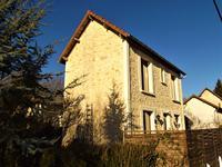 Charmante maison en pierres d'époque, avec dépendance sur joli terrain arboré (proche centre commercial)