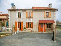 Belle maison en pierre entièrement rénovée avec du cachet. Proche de St Aulaye