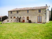 Deux maison en pierre avec 7 chambres et 4 salles d'eau.