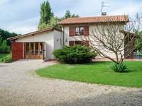 Grande maison familiale confortable avec piscine à la périphérie d'un village dynamique
