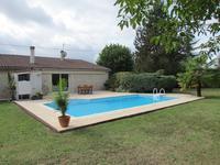 A 2 minutes du centre d'Eymet, jolie longère en pierre de plain pied, 3 chambres, piscine, jardin clos 2500m²