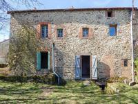 Belle maison en pierre avec grange séparée et 2000m 2 de terrain. Proche de Sannat.