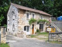 Ancienne grange  en pierre aménagée en maison avec 4 chambres