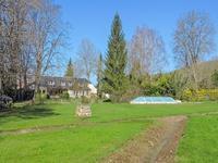 Spacieuse  Maison de famille avec 7/8 chambres (possibilité de faire des chambres d'hôtes), gîte attenant, piscine et 6800 m2 de terrain bordé par un petit ruisseau. Emplacement unique au centre de Montignac près des Grottes de Lascaux