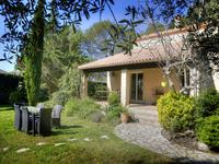 Grabels, belle villa traditionnelle avec piscine sur un terrain arboré et cloturé de 5840 m2.
