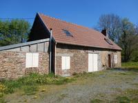 Une jolie maison en pierre rénovée de 2 chambres en Limousin bénéficiant de belles vues, hameau à 5mn du village