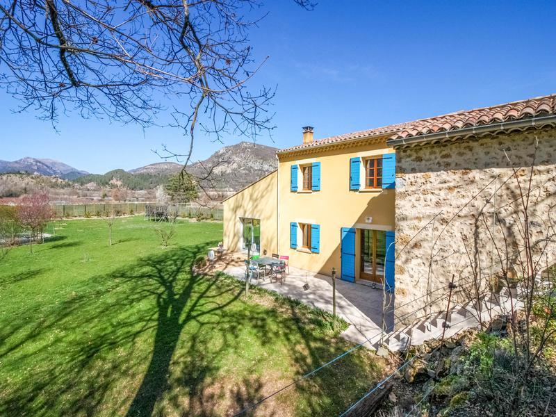 Maison vendre en rhone alpes drome les pilles villa for Piscine village nature