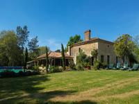 charmante maison de campagne, chemin privé avec une vue superbe, piscine et 1 hectare de terre, à proximité de Casteljaloux.