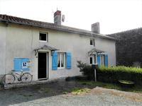 Charmante maison en pierre,deux ou trois chambres,garage,jardin attenant,tout-à-l'égout, au calme avec vues sur la campagne