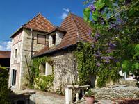 Charmante Périgourdine en pierres avec tour, gite, dépendance, piscine et terrain (aux portes du Périgord noir).