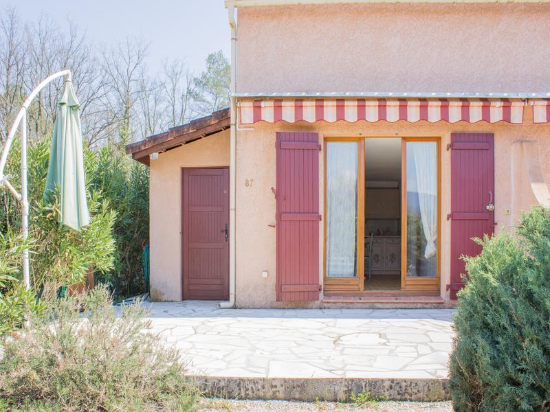 maison vendre en paca var tourrettes maison t3 avec jardin privatif avec place de parking. Black Bedroom Furniture Sets. Home Design Ideas