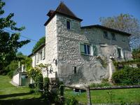 Charmante maison avec pigeonnier, appartement et gite avec piscine chauffée, prairie et abri chevaux, très belle vues.