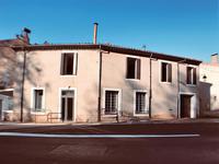 L'ancienne Poste du village, avec énormément de potentiel.  Idéal investisseur ou chambre d'hotes.