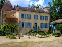 Magnifique Château du 17ème siècle avec dépendances et piscine