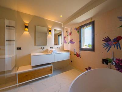Saint Tropez, Califorian town villa in heart of ST Tropez with 5 bedrooms