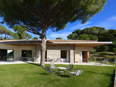 Ramatuelle, State of the Art villa with open views, helipad