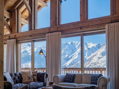 Exquisitely designed, luxury 5-bedroom ski chalet for sale in the highly sought-after village of Villarabout. Just 1 km from Saint Martin de Belleville and direct links to the world's largest ski area- the 3 Valleys. Exclusive to the Leggett website, don't miss the 360° virtual tour.