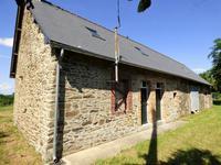 Maison partiellement rénovée avec grange aménageable.