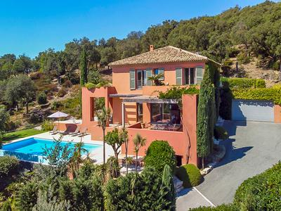 Luxury Contemporary Designer home in the hills of Grimaud with infinity pool and beautiful sea views to Saint Tropez