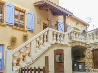 Authentique maison de caractère en très bon état, 3 chambres et 2 salles de bains,terrasse, caves et garage non attenant, dans un hameau de charme du Parc Naturel Régional du Haut Languedoc